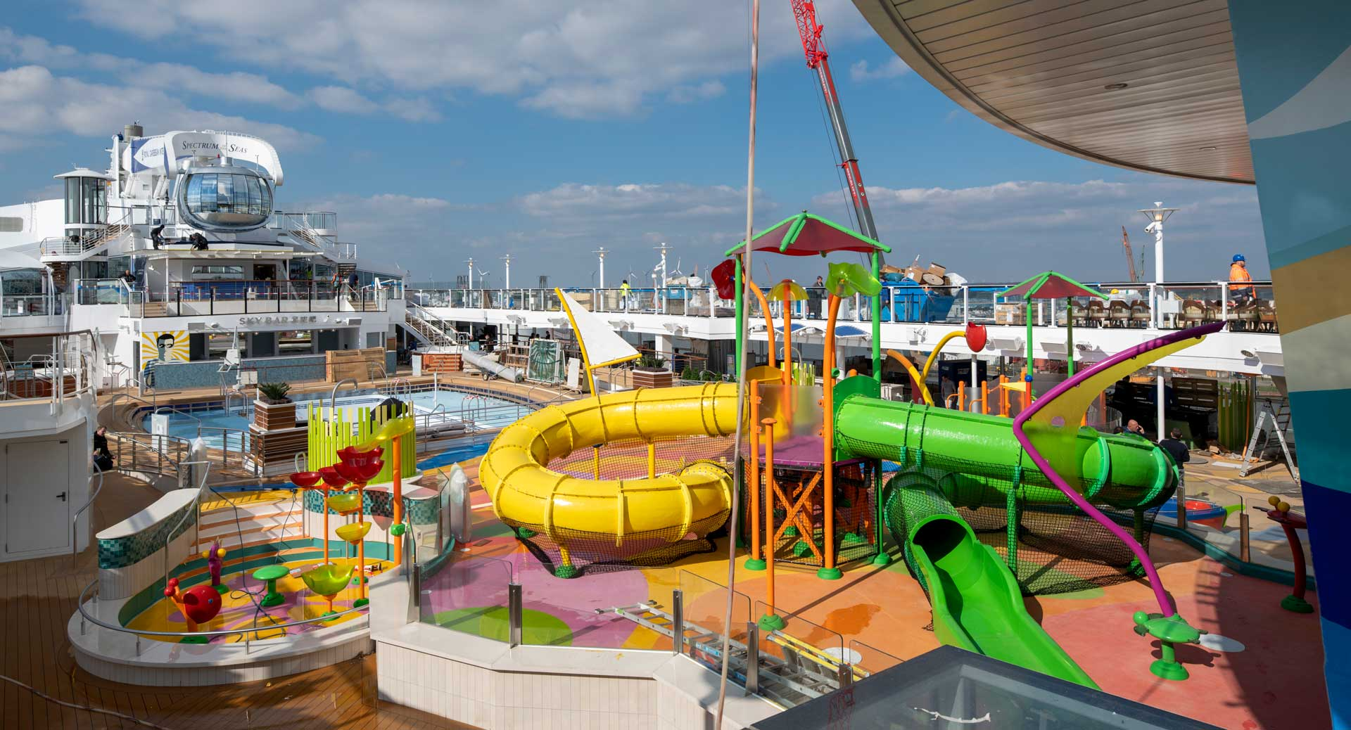 Pooldeck der Spectrum of the Seas