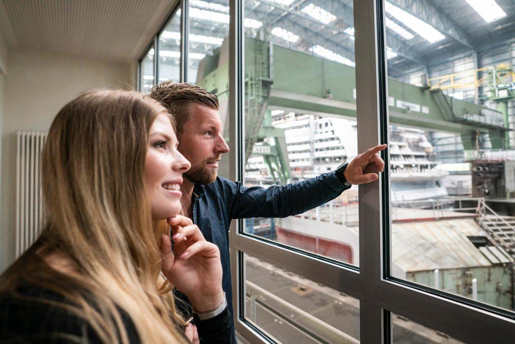 """Unmittelbar vor der Galerie des Besucherzentrums der MEYER WERFT werden Gäste bei den """"Tagen der Region"""" die """"Iona"""" bestaunen können. Foto: Dietmar Denger, Papenburg Marketing GmbH"""