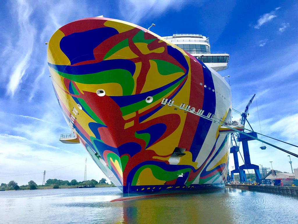 Die Norwegian Encore am Ausrüstungskai der Meyer Werft. Foto: Christoph Assies