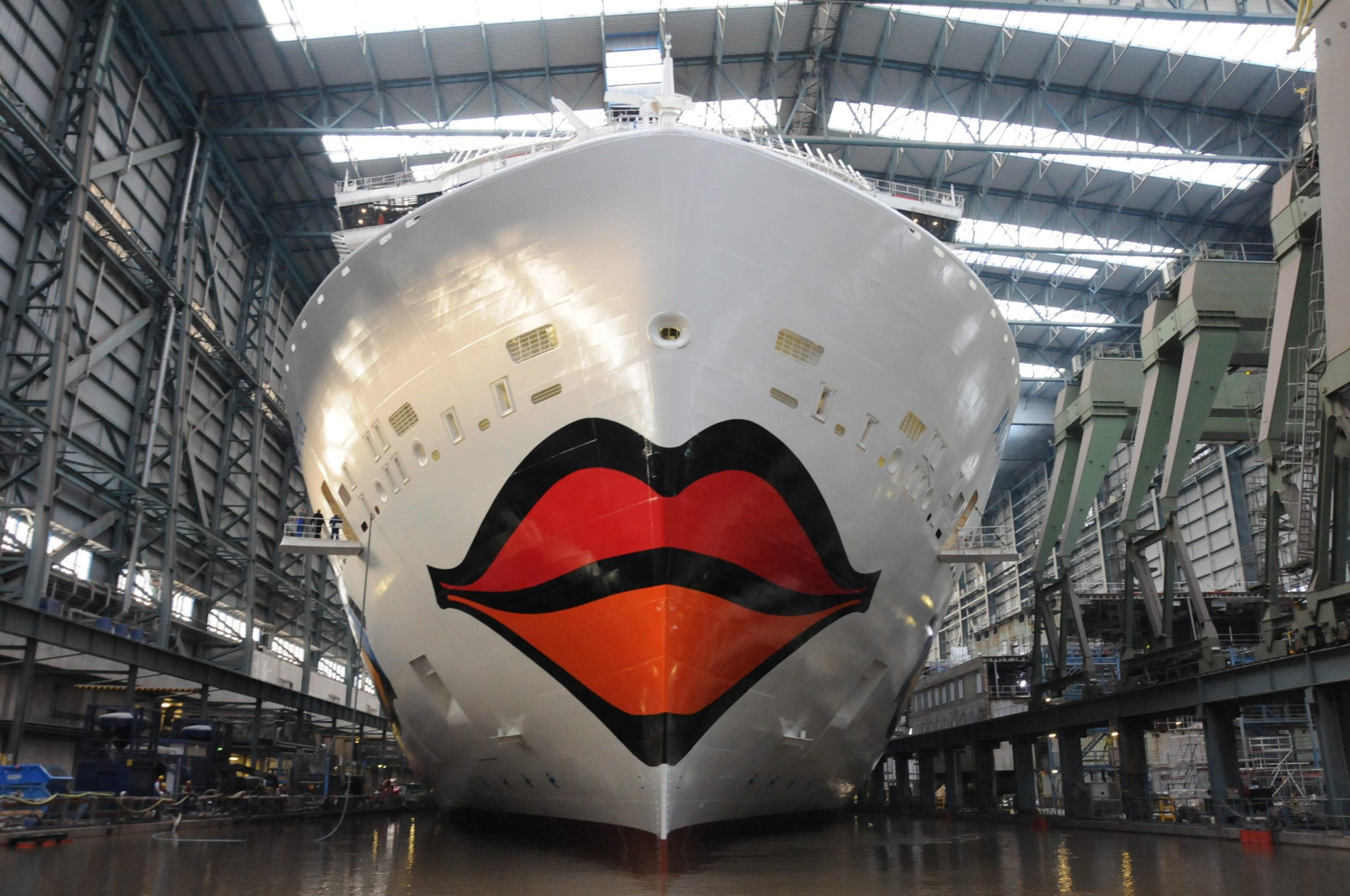 Die AIDAxxx wird im Frühjahr 2021 von der MEYER WERFT abgeliefert. Sie ist ein Schwesterschiff der AIDAnova (Foto). Foto: Christoph Assies