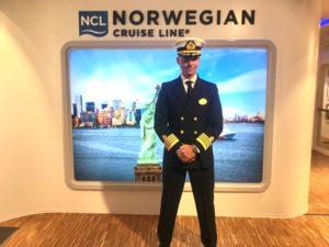 Kapitän Niklas Persson im September im NCL-Bereich des Besucherzentrums MEYER WERFT. Foto: Christoph Assies