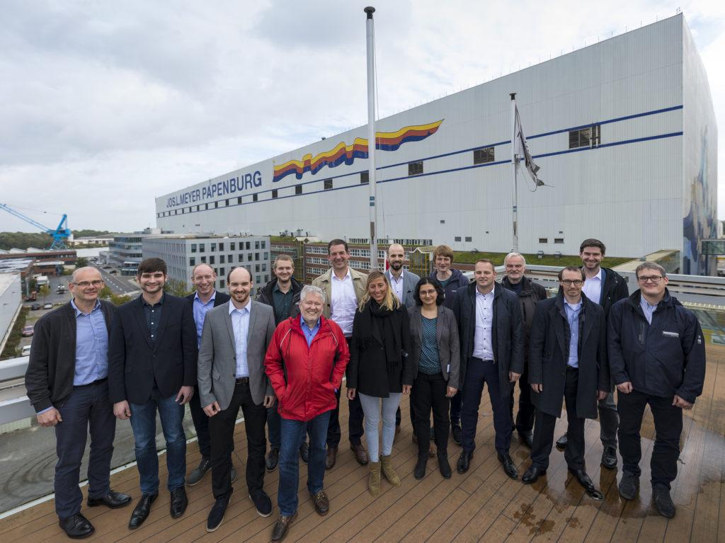 Teamarbeit: Vertreter des Projektkonsortiums des Forschungsprojektes Pa-X-ell 2 auf der Meyer Werft