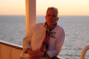 Fühlt sich wohl auf Kreuzfahrtschiffen: Künstler Boris Noruschat. Foto: Privat