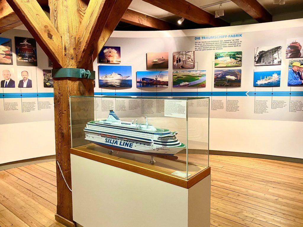 Modelle und Erinnerungsstücke sind Teil der Ausstellung zum 225-jährigen Bestehen der MEYER WERFT. Foto: Papenburg Marketing GmbH